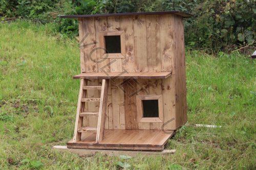 Двухэтажная будка для кошки